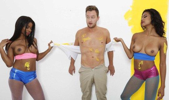 Нанял мулаток для покраски и трахнулся с ними в групповухе