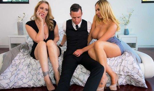 Парень забавляется групповухой с мачехой и ее любовницей