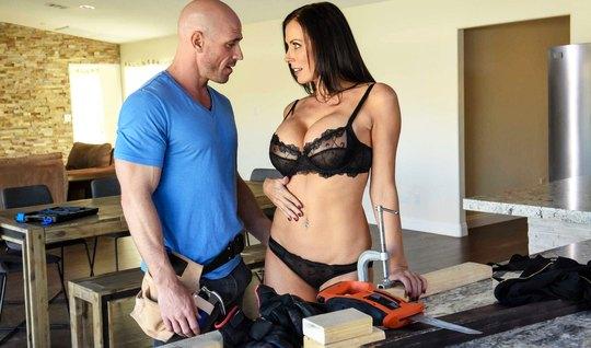 Bald worker fucked an appetizing bitch