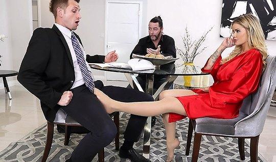Пока мужик ушёл за документами друг трахнул его жену