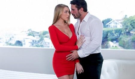 Секс грудастой блондинки с начальником у него дома
