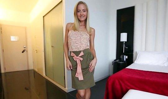 Пикапер познакомился с блондинкой и выебал ее в гостиничном номере