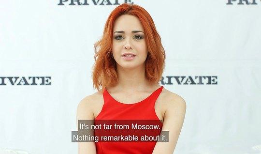 Рыжая красавица из Москвы проходит кастинг, отдавшись телом продюсеру