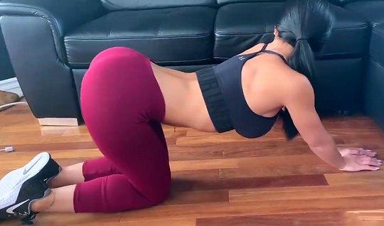 Домашнее порно вагинал со спортсменкой в лосинах на видео камеру