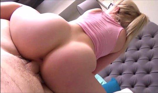 Парень заглянул в комнату молодой сестры и снял с ней домашнее порно