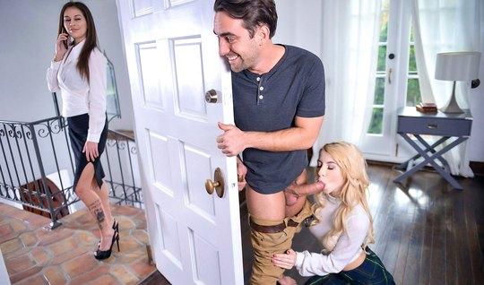 Парень изменяет своей жене с ее подругой, пока та вышла по делам