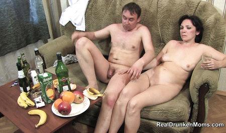 Костя из Саратова заставляет зрелую подругу стонать от оргазма