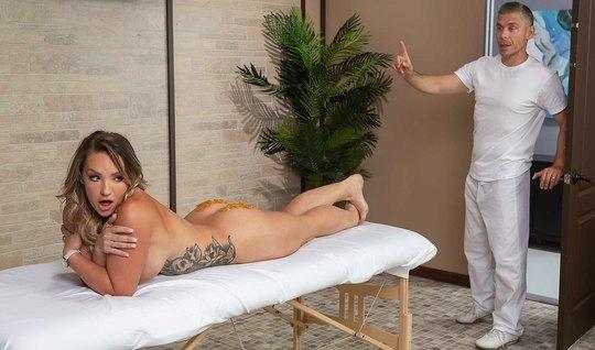 Мик Блу делает эротический массаж жопастой Цели Картер и трахает ее в попу