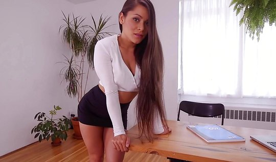 Учительница с большими сиськами любит домашнее порно от первого лица