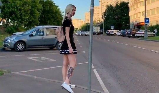Парень снимает со своей русской блондинкой домашний минет на камеру
