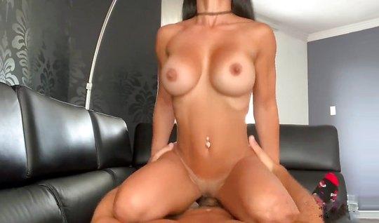 Парень взял камеру и снял домашнее порно с грудастой подругой