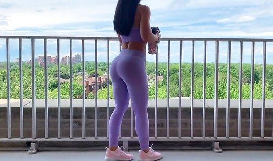 Девушка с большой жопой сняла лосины для реального домашнего порно