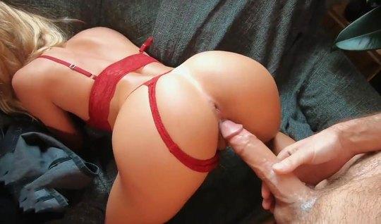 Жопастая подруга зашла в гости к другу и снялась с ним в домашнем порно