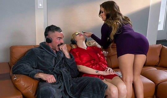 Жена отдыхает, а муж изменяет ей с молодой девушкой косметологом