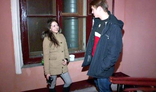 Русский пикапер на улице снял девушку и привел домой для секса