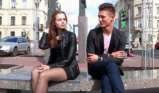 Молодой пикапер снял русскую молодуху и развел ее на горячий трах в спальне