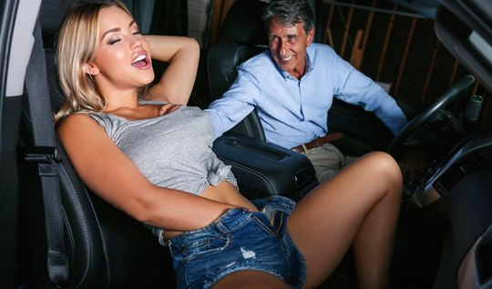 Blonde in the car spread her legs and jump on the penis guy