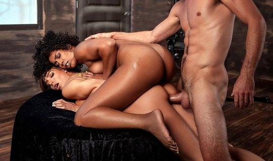 Мулатка и брюнетка соблазнила мужика на нежное групповое порно
