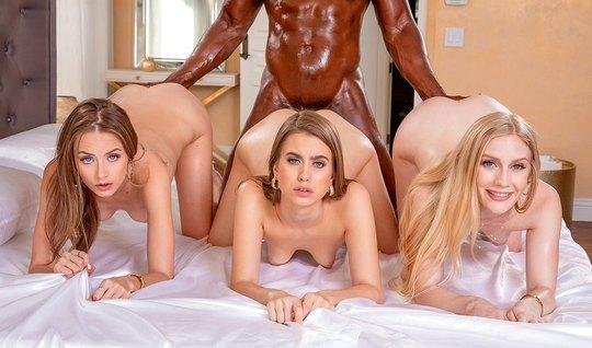 Три красотки занимаются групповушкой с одним негром и его огромным членом