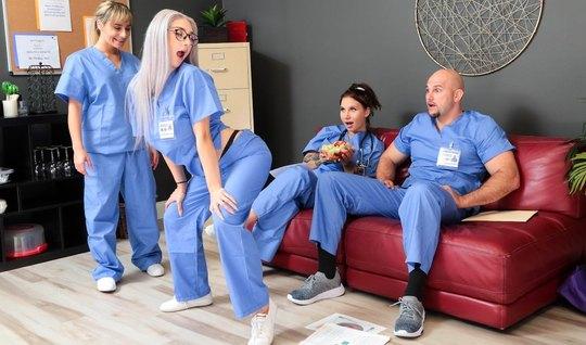 Блондинка в больнице устроила для врача настоящий бурный трах