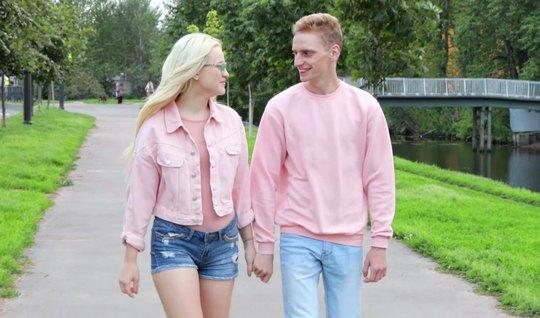Парень пропикапил русскую блондинку и довел ее во время секс...