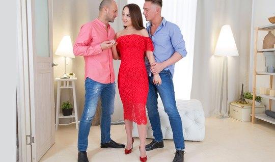 Женщина устроили для парней русское двойное проникновение
