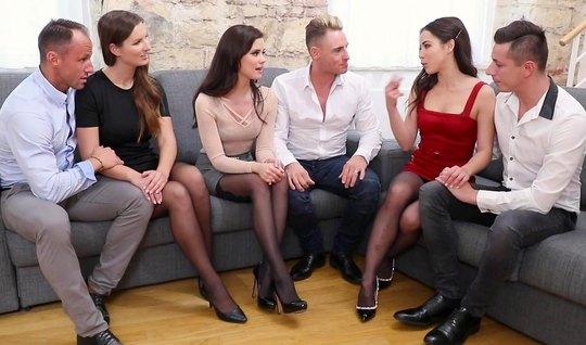 Девушки в чулках согласились на групповое порево с парнями