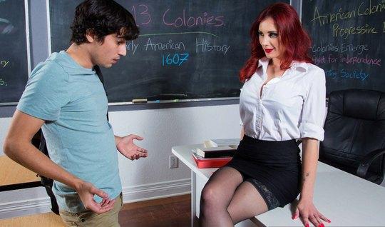 Рыжая училка в чулках подставляет свою пилотку для порки со студентом