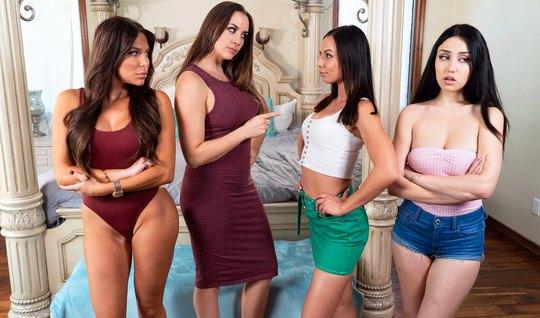 Лесбиянки на большой кровати устроили оргию и кончили от оральных ласк