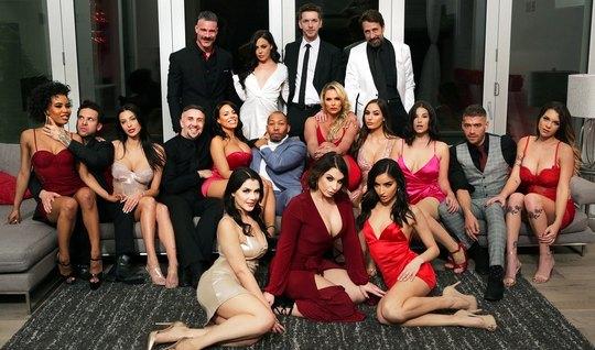 Развратные порно актрисы в одном месте устроили с мужчинами оргию премиум класса