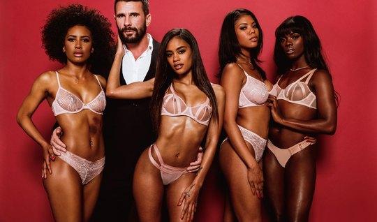 Четыре мулатки порадовали одного брюнета с бородой групповым сексом