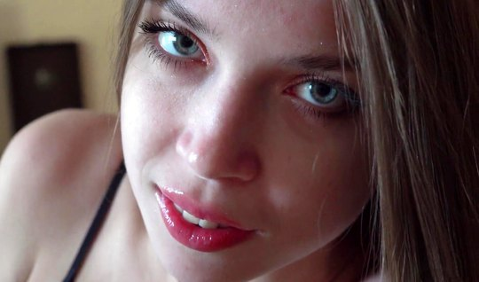 Русская давалка не отказала своему любовнику в съемке домашнего порно крупным планом