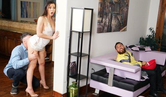 Молоденькая брюнетка изменяет своему мужу с его лучшим другом