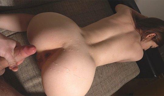 Русская парочка у себя в спальне сняли домашнее порно со спермой