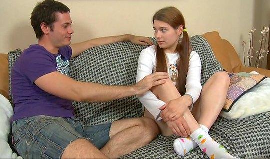 Русская молодая девушка прямо на диване трахается с другом брата