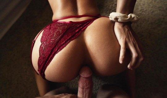 Красотка с большой жопой раздвигает свои ножки для домашнего порно