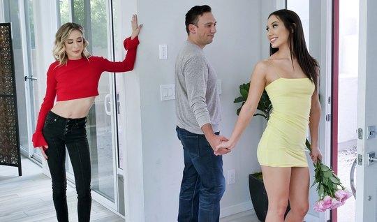 Парень соблазнил двух сексуальных мамочек на групповой секс