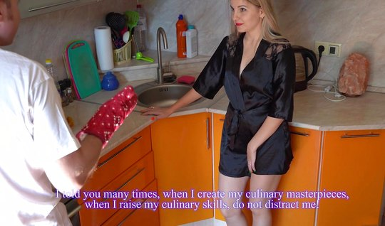 Русская жена в черном халатике кончает от домашней измены с сантехником
