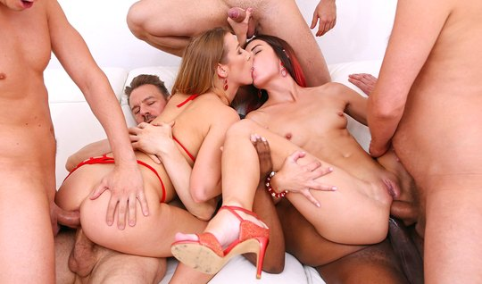 At an orgy, beauties got a powerful double penetration and relaxed