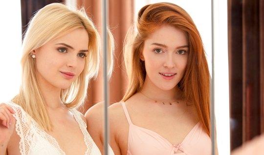 Рыжая лесбухи раздевает блондинку в спальне и мутит красивый оральный секс