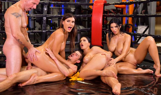 Orgy with beautiful girls relieves the balls of lovers from the accumulated cum
