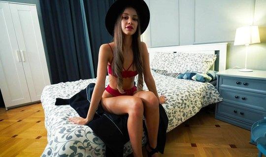 Русская премиум модель в красном белье и шляпке ебется от первого лица с чуваком