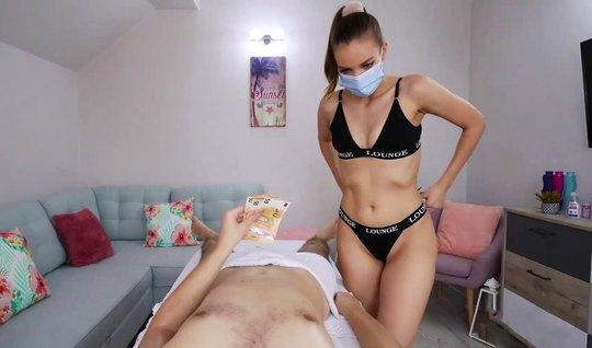 Во время домашнего массажа девушка отсосала член и дала себя отыметь на животике
