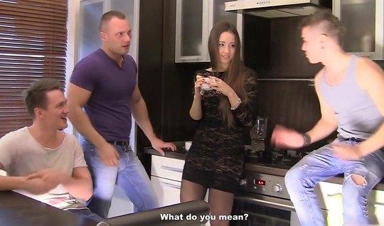 Русская девушка приняла участие в групповом анале с двойным проникновением