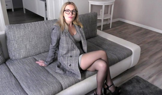 Russian beauty in stockings and glasses fucks with a guy right in the living room