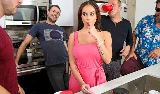Девушка с большими сиськами изменяет мужу с любовником и кончает от порки