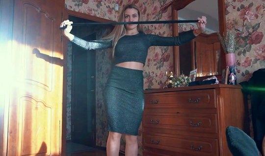 Телочка похвасталась одеждой и муж снял на камеру домашнее русское порно