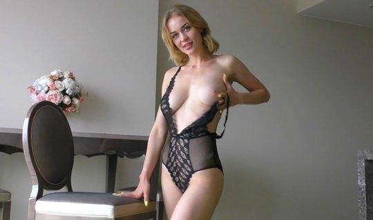 Жена разделась до гола и подставила свое очко для домашнего анала