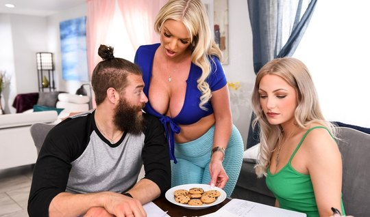 A nurse in leggings substitutes her pussy for cheating on her husband with a young lover