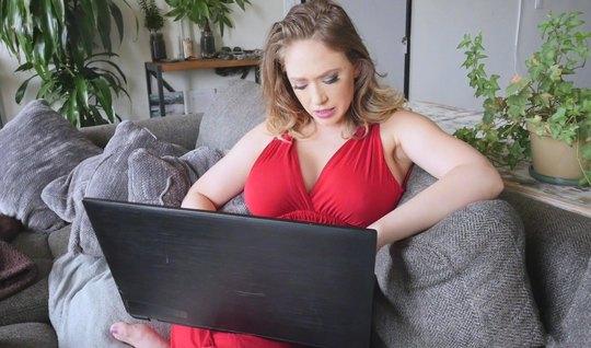 Mama mit großen Melkungen war nicht dagegen, Pornos in der Ich-Perspektive zu drehen